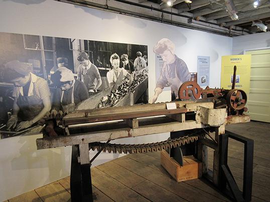 On les surnommait les Rosie ou les soldats de l'industrie. | Photo de Gulf of Georgia Cannery Society